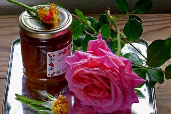 Cypriot rose preserve
